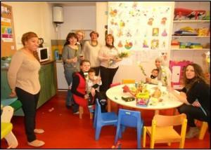 Béziers : Distribution de roses à la Maison de la Parentalité
